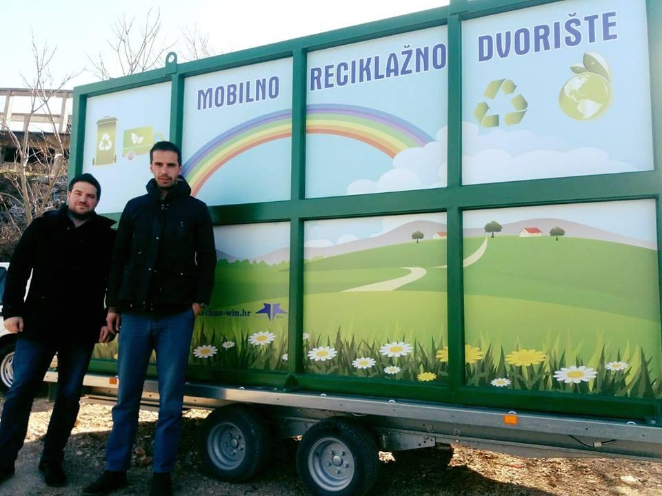 ČESTITAMO gradu Vrgorcu na nabavci mobilnog reciklažnog dvorišta na prikolici! ♻️ODVOJENO PRIKUPLJANJE OTPADA ♻️100% EKOLOGIJA Mobilno reciklažno dvorište omogućuje građanima adekvatno odvajanje otpada kako bi se smanjila ukupna količina komunalnog otpada te sačuvao okoliš.  