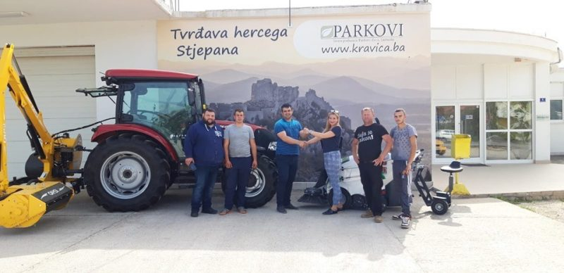 ČESTITAMO JP PARKOVI d.o.o. iz Ljubuškog na novoj TSM električnoj cestovnoj čistilici, traktoru CASE i malčeru ORSI!