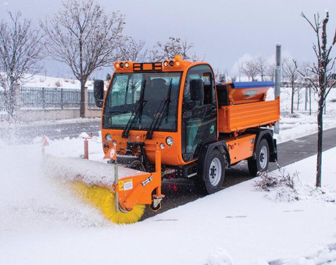 Techno Win, Multi-funkcionalan stručnjak u svojoj kategoriji 1,75 m širine zajedno s kapacitetom 3,5 tn pretvara ovo vozilo u koristan alat za uska mjesta i nepristupačnim stazama u planinskim općinama, čak i na snijegu ili ledu. Automatski i hidrostatski mjenjač čini vrlo glatku vožnju kao i manevriranje u uskim prostorima, ausa, vozila za čišćenje ulica i odvoz otpada