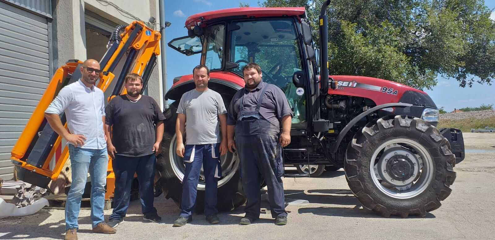 Čestitamo Komunalcu Benković na novom traktoru Case i profesionalnom malčeru Orsi. Želimo puno uspješnih radnih sati. Sa traktorom Case i malčerom Orsi imate dobitnu kombinaciju u održavanju zelenih površina.