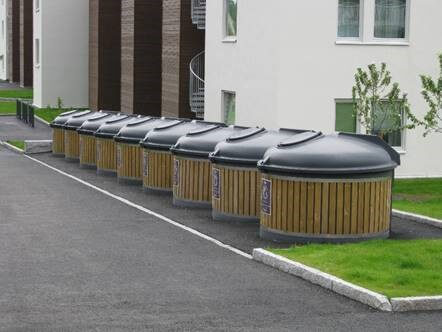 Sve veće količine otpada negativno utječu na okoliš i zahtijevaju povećanje svijesti o okolišu te brzo uvođenje promjena na području gospodarenja otpadom u zakonodavstvu ali i razvoju tehnoloških rješenja prihvatljivih za prirodu. Jedno od takvih rješenja zasigurno je implementacija polupodzemnih spremnika! Polupodzemni spremnici smanjuju broj odvoza otpada, racionaliziraju troškove, uklapaju se u okolinu, neutraliziraju neugodne mirise te omogućuju primjenu pametnih sustava praćenja popunjenosti spremnika. ECO DIP polupodzemni spremnici pravo su rješenje stoga javite se našem prodajnom timu za dodatne informacije i preporuku odgovarajućeg tipa spremnika.