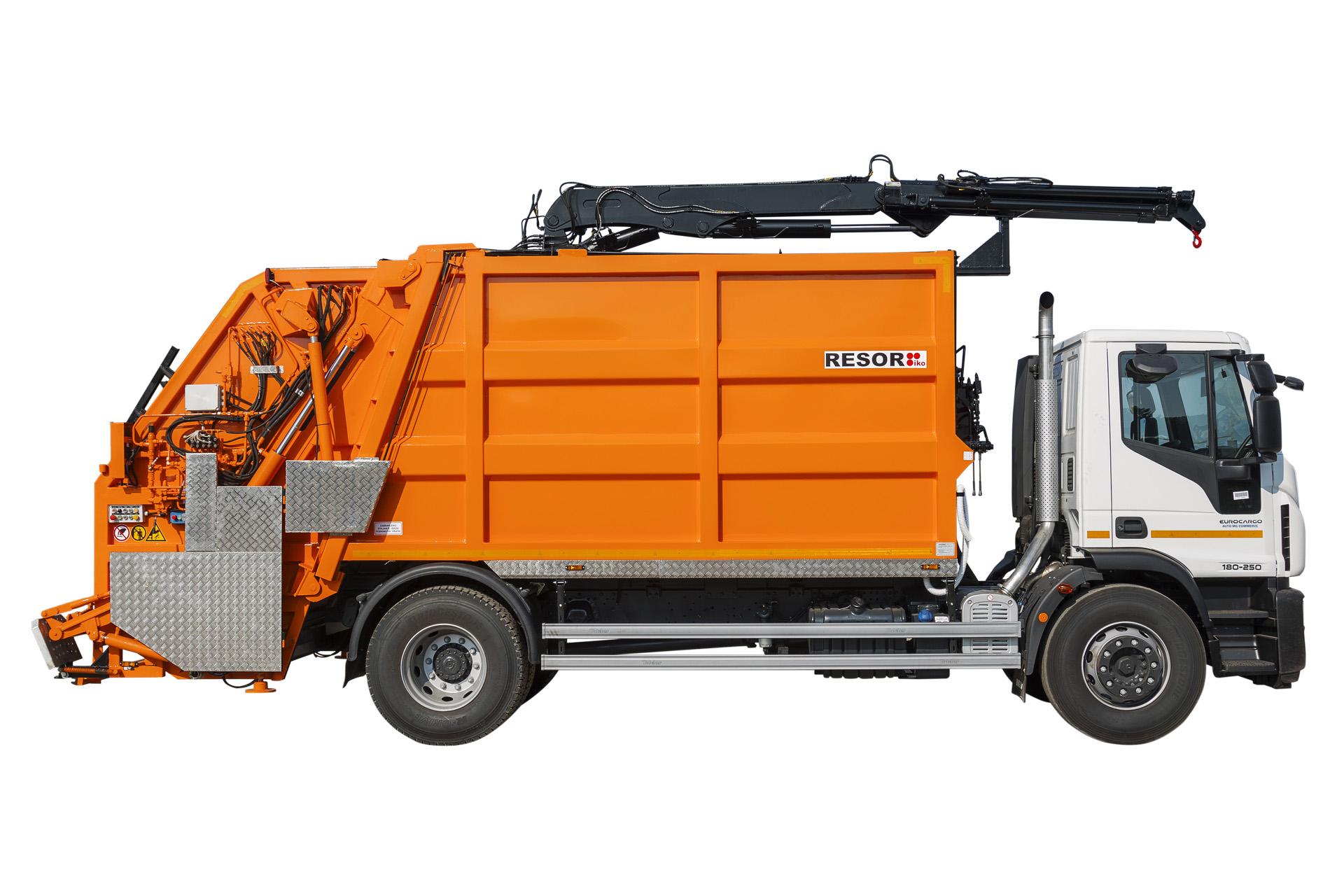 Koristi se za prikupljanje, kompresiju i odlaganje komunalnog otpada i za recikliranje materijala. Prostor za odlaganje može biti od 4m³ do 22m³, ovisno o potrebama kupca. Nadogradnje također imaju hidraulički mehanizam za automatsko miješanje i odlaganje otpada, zapremine 240 litara, kao i kante zapremine 1.100 litara. Resor je razvio i mehanizam nadogradnji za pražnjenje polupodzemnih spremnika.